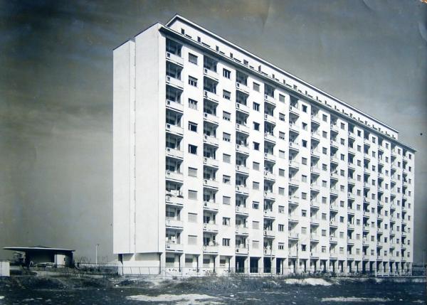 Casa alta popolare a 11 piani per 500 locali ina casa for Piani casa di fascia alta
