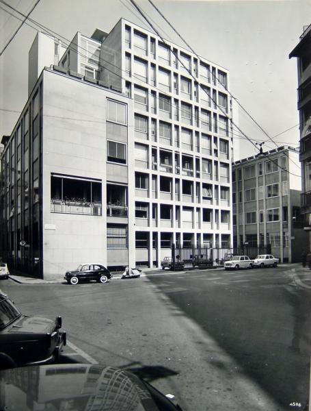 Nuova sede degli uffici della finanziaria la centrale e for Arredamenti bossi