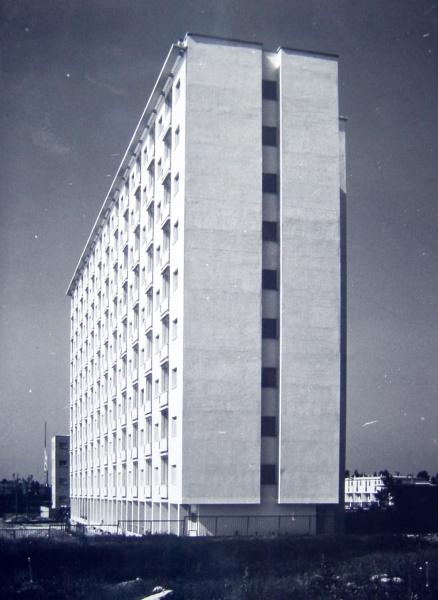 Casa alta popolare a 11 piani per 500 locali ina casa pietro lingeri como maarc - Casa base milano ...